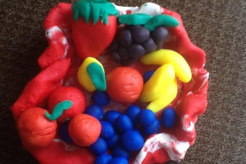 Play dough fruit basket - DIY