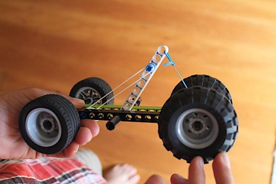 Lego elastic band car - DIY