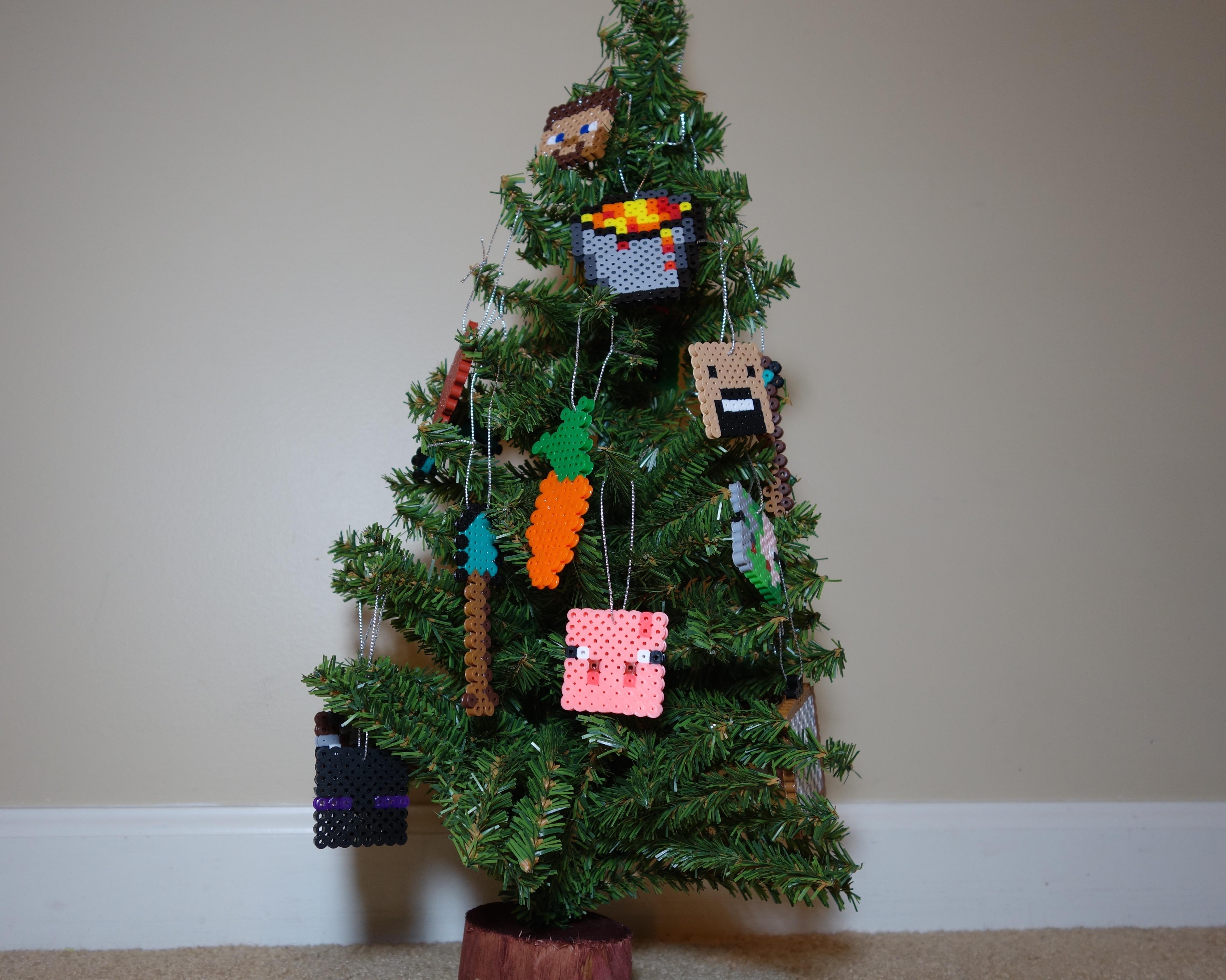 Minecraft Christmas Tree.Minecraft Perler Bead Christmas Tree Diy